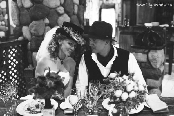 Свадьба - невеста в фетровом цилиндре с фатой. Фото