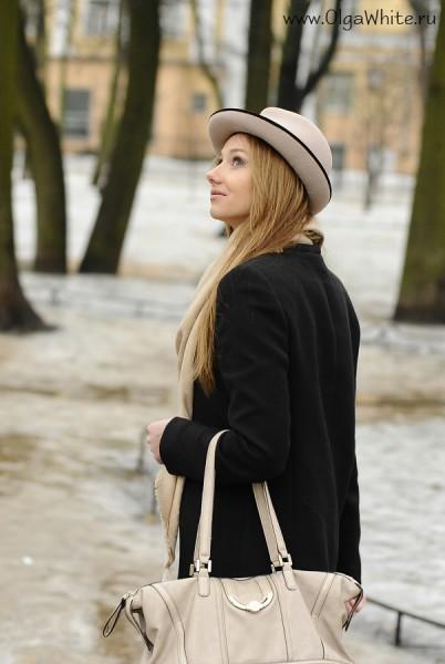 Бежевая фетровая шляпа с маленькими полями - купить в интернет-магазине. Фото на девушке стритстайл