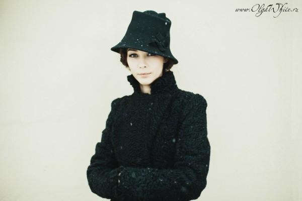 Черная фетровая шляпа с опущенными полями- купить