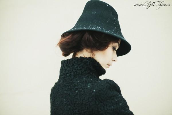 Черная фетровая шляпа с опущенными полями - купить