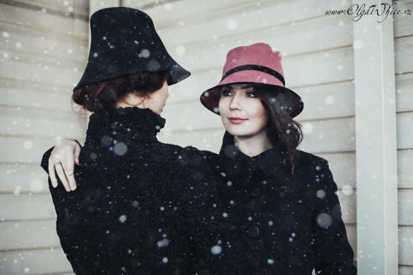 Черная и пепельно-розовая фетровая шляпки с опущенными полями. В ретро-стиле