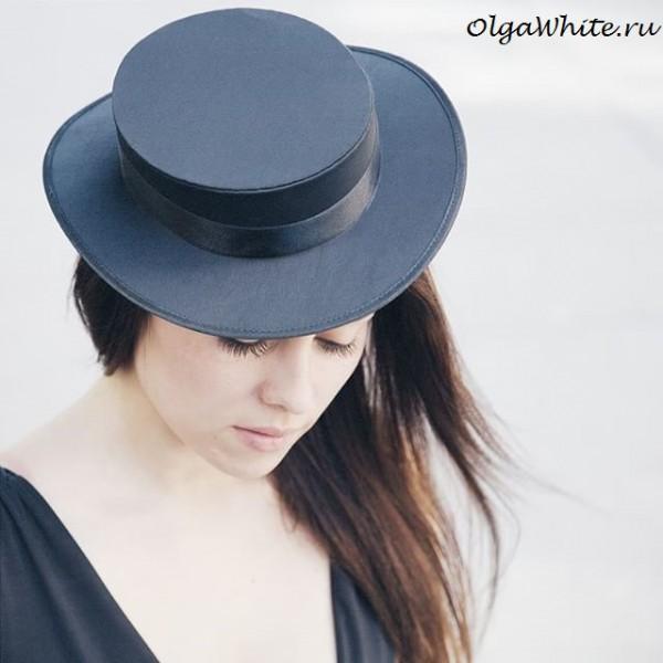 Чкерная шляпка с маленькими прямыми полями аля Шанель