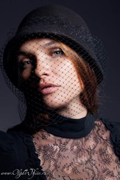 Шляпка клош - черная фетровая шляпка с вуалью с опущенными полями. Купить в интернет-магазине шляп в Спб