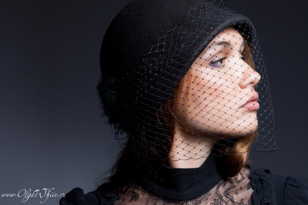 Фетровая шляпка клош с вуалью. Черная шляпка с опущенными полями. Купить в интернет-магазине шляп в Спб