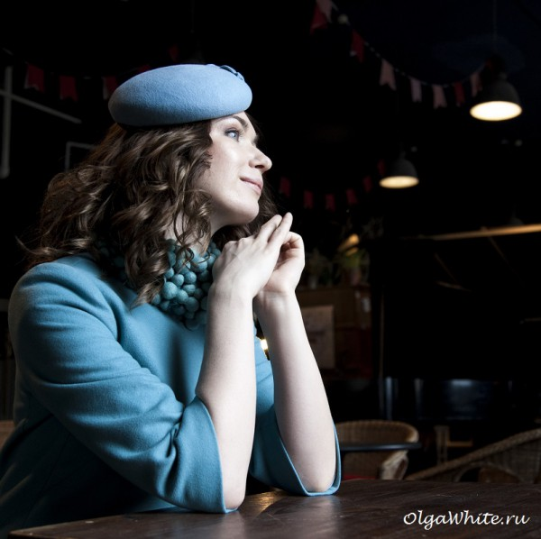 Голубая фетровая шляпка таблетка круглая купить