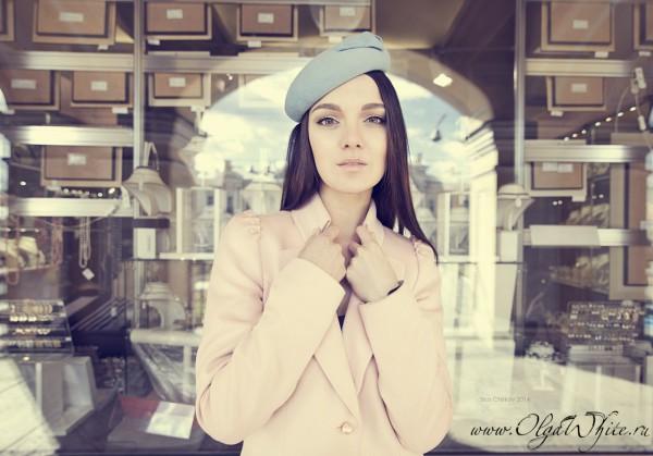 Нежно-голубой женский берет /шляпка-таблетка миди