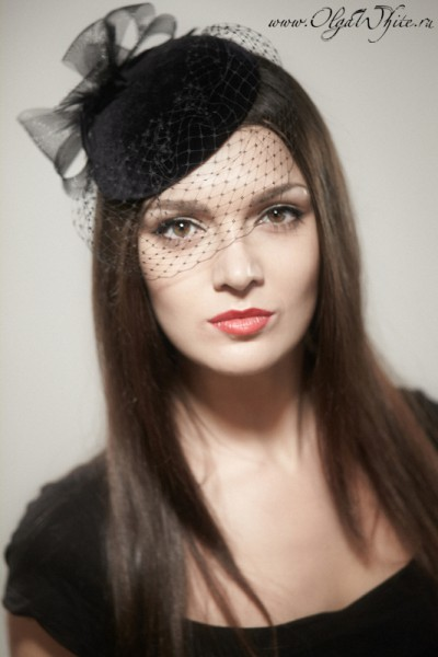 Маленькая черная шляпка-таблетка с вуалью. Купить в интернет-магазине шляп