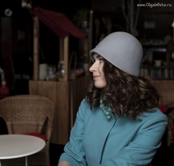 Фетровая серая шляпка-клош с опущенными полями в стиле Гетсби двадцатых