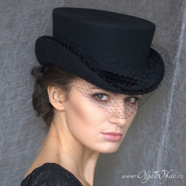 Шляпка для верховой езды в английском стиле. Укороченный цилиндр-амазонка. Заказать в интернет-магазине.