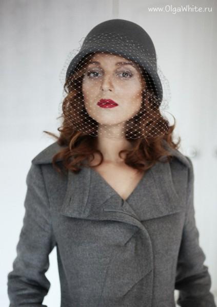 Серая фетровая шляпка-клош с вуалью и опущенными полями в стиле Гетсби двадцатых 20х