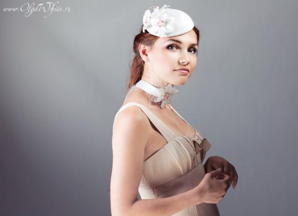 Свадебный аксессуар-шляпка-таблетка с цветами