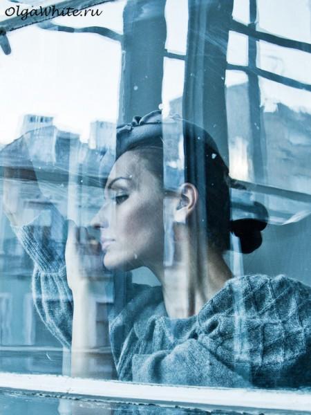 Женский фетровый берет на один бок маленький серый. Купить шляпку в интернет-магазине
