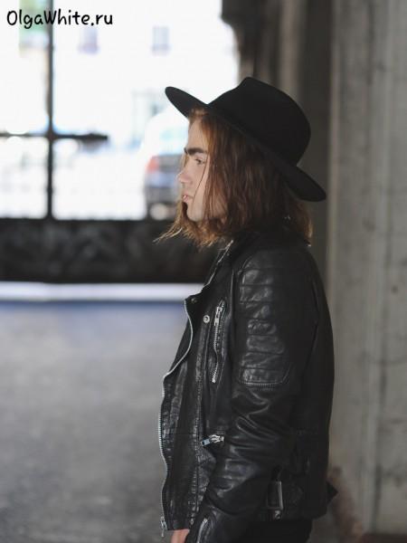 Широкополая шляпа с чем носить косуха кожаная куртка купить