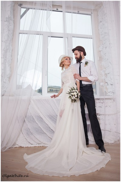 Свадебная шляпка купить легкая летняя (белая или айвори) и шляпа котелок для жениха